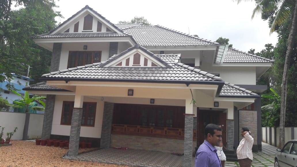 Luxron - Gutter - Black installed in a house image