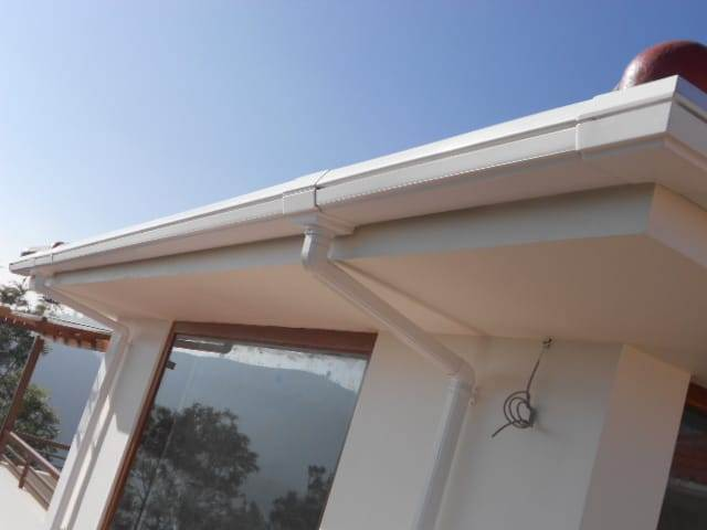 Luxron - rain water Gutter - White installed at home